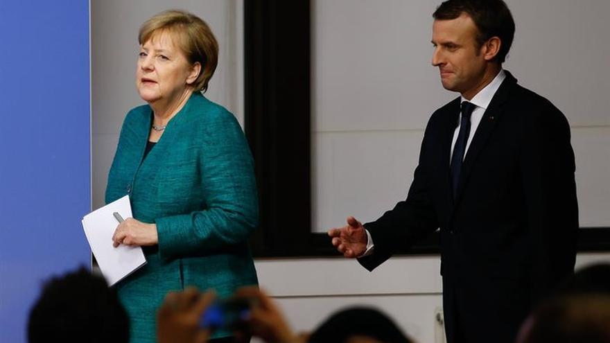 Macron y Merkel ven inaceptables las violaciones al alto el fuego en Ucrania
