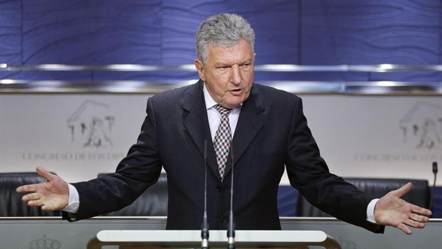 El diputado de Nueva Canarias Pedro Quevedo, durante la rueda de prensa que ofreció en el Congreso tras reunirse con el rey Felipe