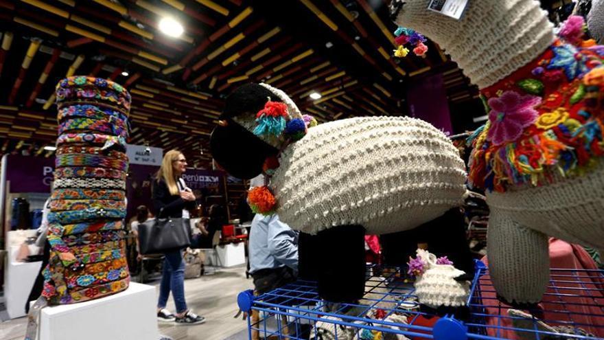 Compradores de EE.UU. buscan artesanías por cansancio a marcas, dice un experto