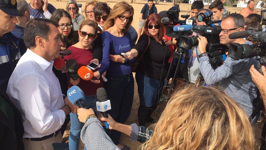 José Manuel Bermúdez atiende a los medios en el lugar del accidente