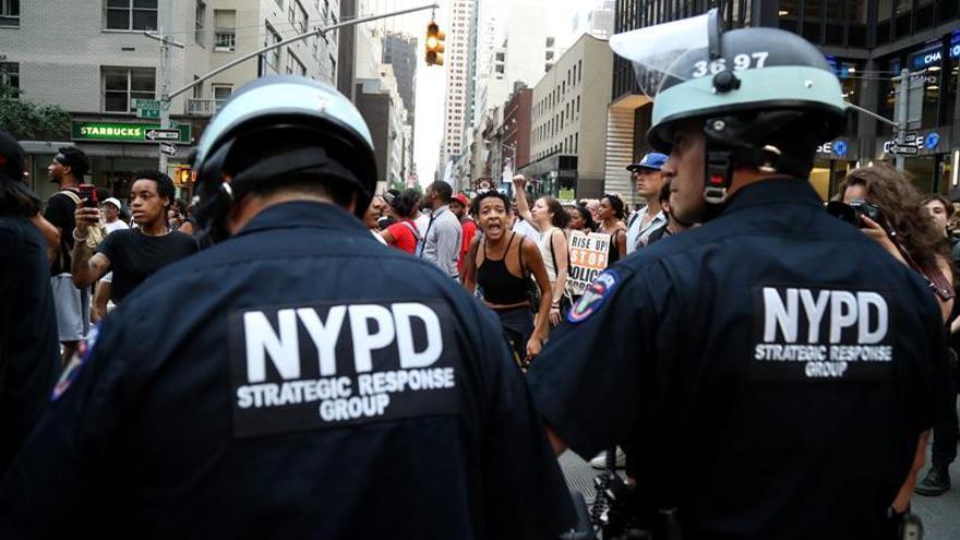 Al menos dos agentes heridos en una protesta contra la violencia policial en EE.UU.
