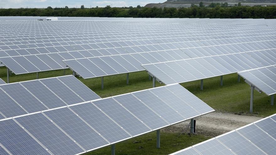 El sector fotovoltaico se opone al 4% de rentabilidad razonable anunciada por Nadal