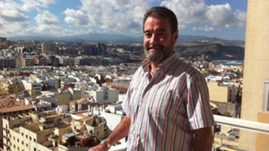 Mariano Ayala en la terraza de su casa. (CANARIAS AHORA)