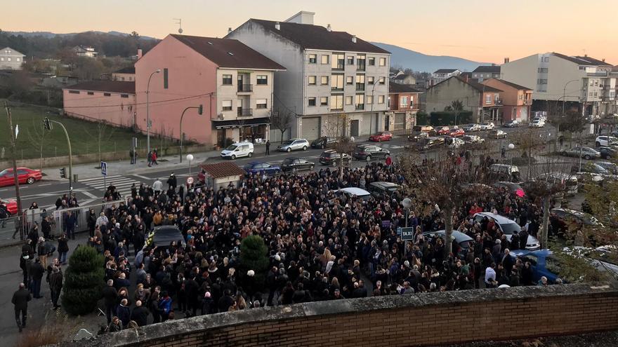 Velatorio simbólico frente al hospital de Verín contra el cierre de su paritorio