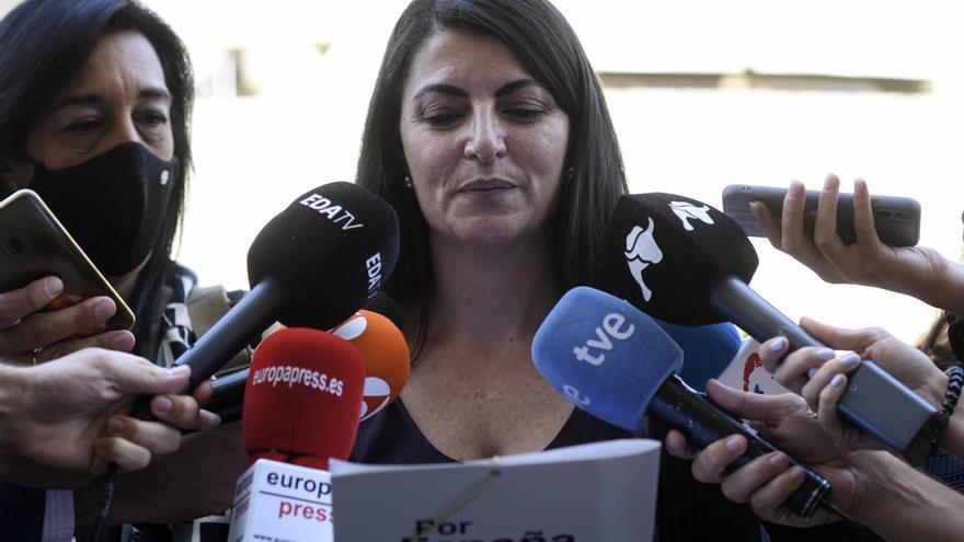 La portavoz adjunta de Vox en el Congreso, Macarena Olona, atiende a los medios de comunicación en el Tribunal Constitucional