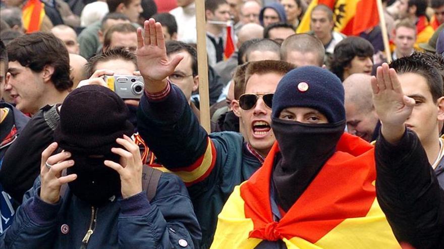 El reducto fascista no inquieta a la Policía, pocos, previsibles y controlados
