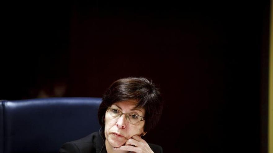 La consejera vasca recuerda al ministro que la Ertzaintza vela por la legalidad