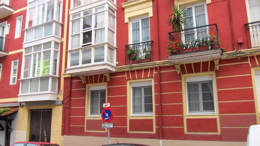 La compraventa de viviendas sube un cae un 16,8% en marzo en Cantabria