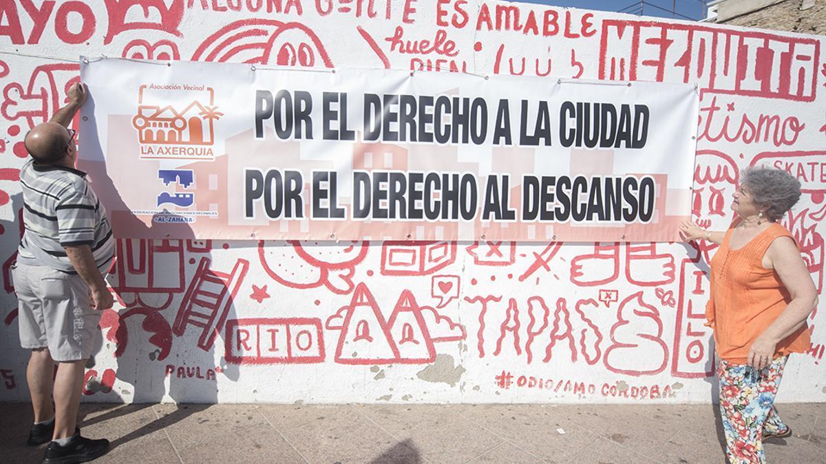 Imagen de archivo de una protesta de vecinos de La Axerquía contra el ruido en la Cruz del Rastro