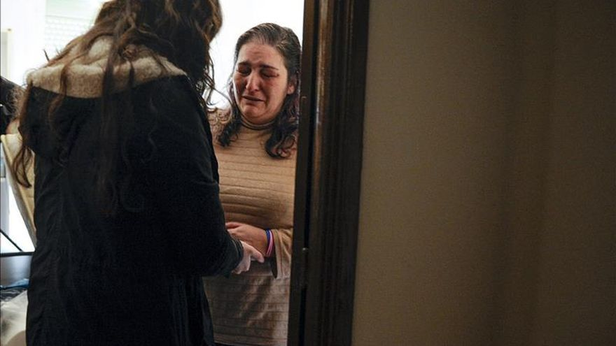 Consiguen aplazar una semana el desahucio de una familia en Ourense