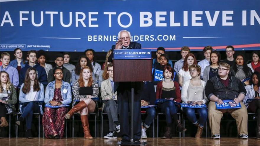 Los voluntarios, claves para sellar el inaudito ascenso de Sanders en Iowa