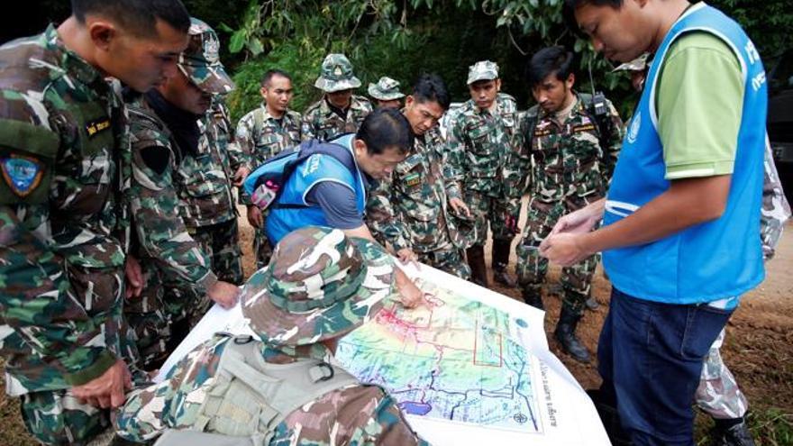 Planeando el rescate del equipo de fútbol infantil atrapado en una cueva en Tailandia