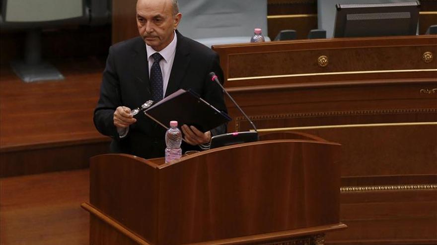 Destituido un ministro serbio en Kosovo, tal como exigía la oposición