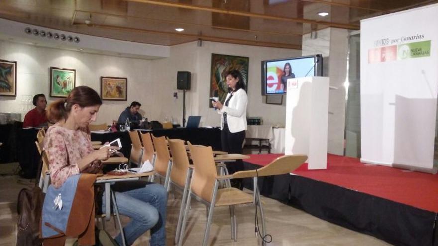 Sede del PSOE en Santa Cruz de Tenerife poco después del cierre de los colegios electorales