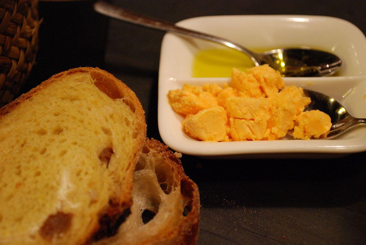 Mantequilla de rocoto, aceite y pan_Malasaña a mordiscos-OK_tiradito