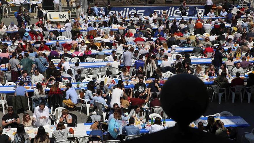 Avilés lleva su Comida en la Calle al Libro Guinness con 11.836 comensales