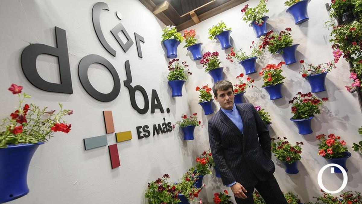 El diseñador Palomo Spain, de visita en el stand de Córdoba en Fitur