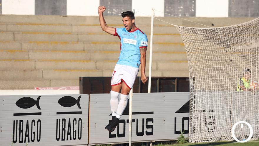 Willy celebrando un gol con el Córdoba