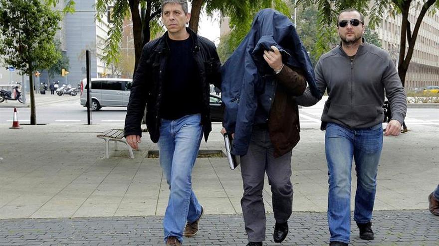 El juez acusa de 4 delitos sexuales al exprofesor de los Maristas de Sants de Barcelona