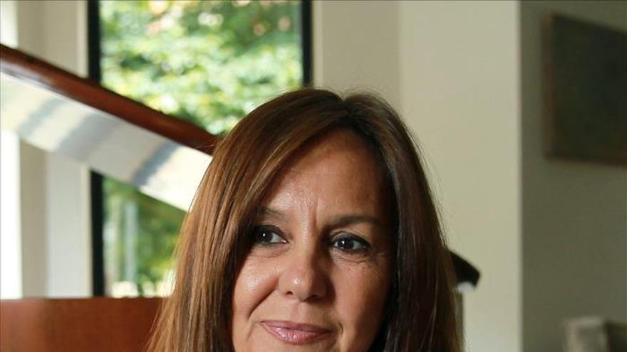 """La española María Dueñas se mete en la piel de un hombre con """"La templanza"""""""