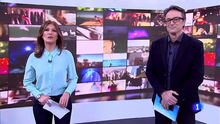 Lara Siscar y Marcos López saludan desde el 'Telediario' a sus compañeros de la competencia