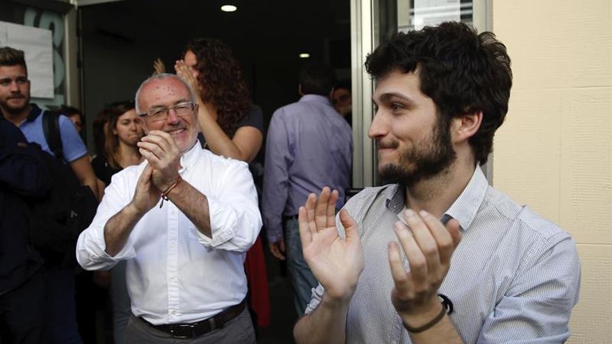 El secretario general de Podemos, Antonio Estañ, junto a su predecesor en el cargo, Antonio Montiel
