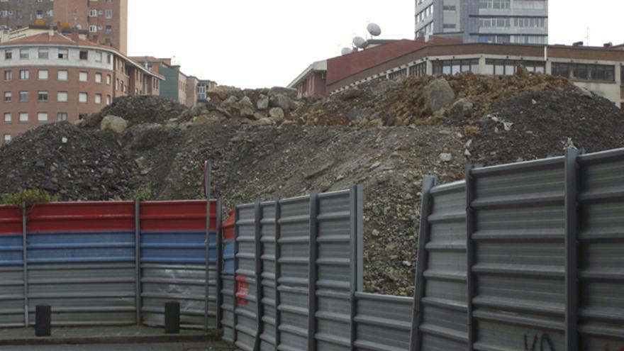 Imagen de la ya despejada escombrera desde la calle Jardín Txikerra. /Asoc. de vecinos de Basurto