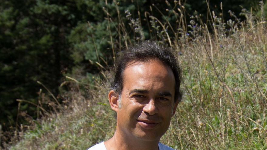 Coriolano González, poeta y profesor nacido en la capital tinerfeña