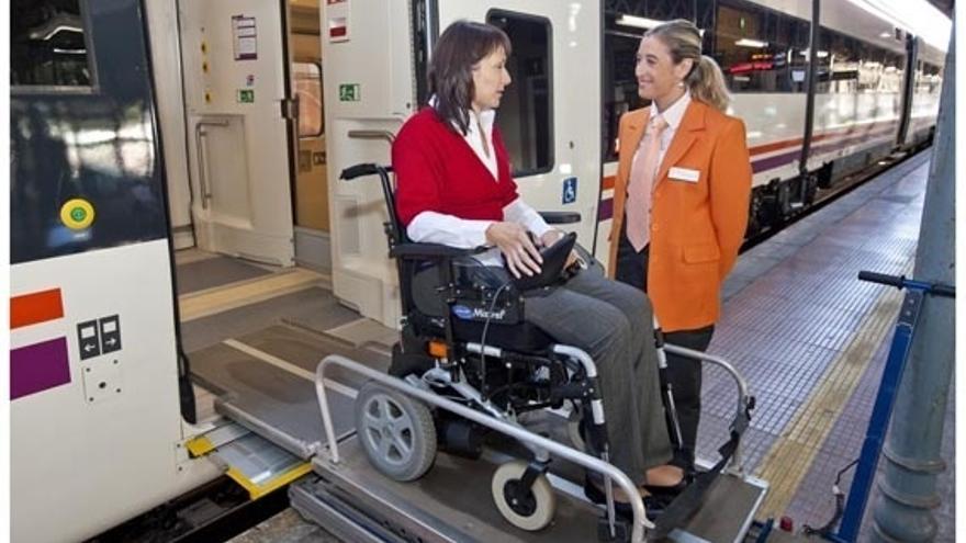 Renfe lanza una 'app' de su servicio Atendo de asistencia a personas con discapacidad
