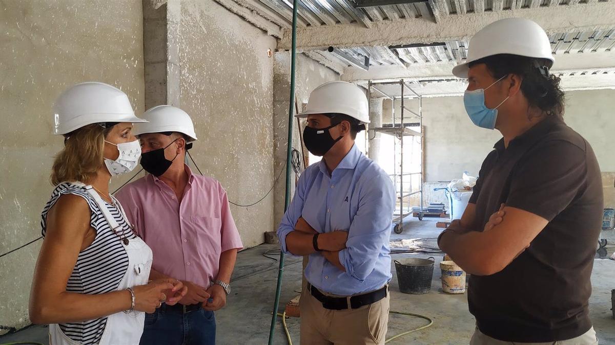 La delegada de Educación y Deporte de la Junta de Andalucía en Córdoba, Inmaculada Troncoso, visita las obras del IES Zoco.