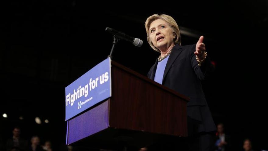 Clinton insta a apoyar a Erdogan tras el golpe de Estado en Turquía