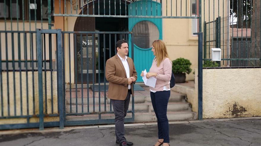 José Julián Mena, alcalde de Arona, por fuera del inmueble que ahora gestiona el Ayuntamiento