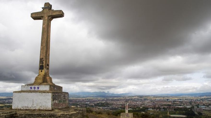 Defienden el carácter no franquista de la cruz que plantean derribar en Álava