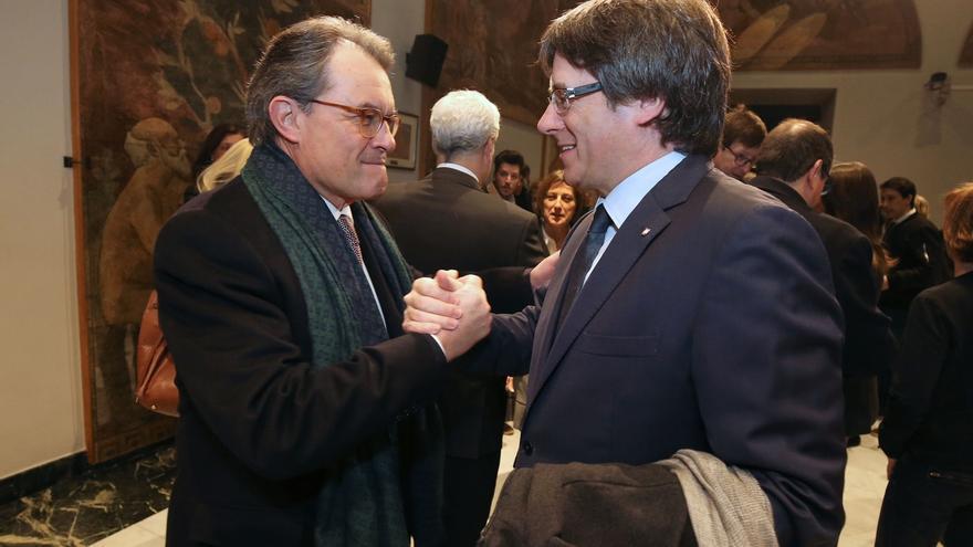 Artur Mas saluda a Carles Puigdemont.