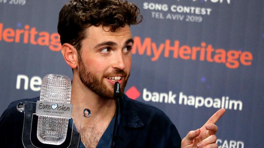 Duncan Laurence, con su trofeo de ganador de Eurovisión