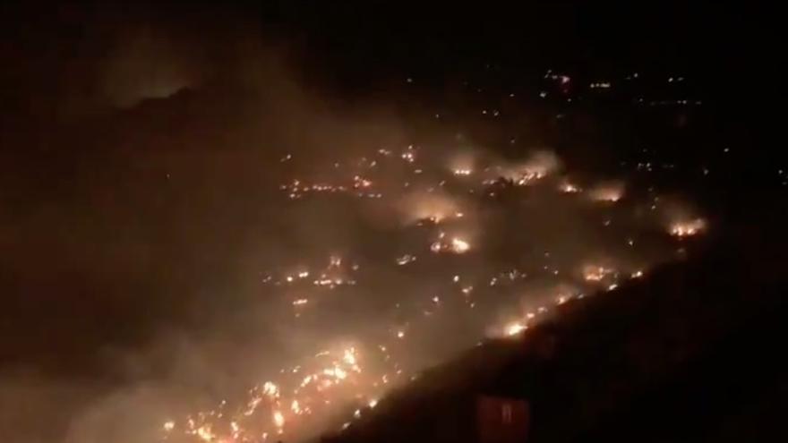 Incendio en Tasarte, durante la noche
