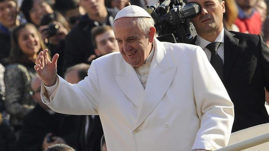 """La canciller dice que el papa visitará Argentina """"lo antes posible"""" pero no en 2016"""