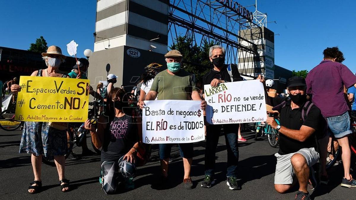 De un total de 2.057 personas, 2.002 se opusieron a la iniciativa del Gobierno de la Ciudad.