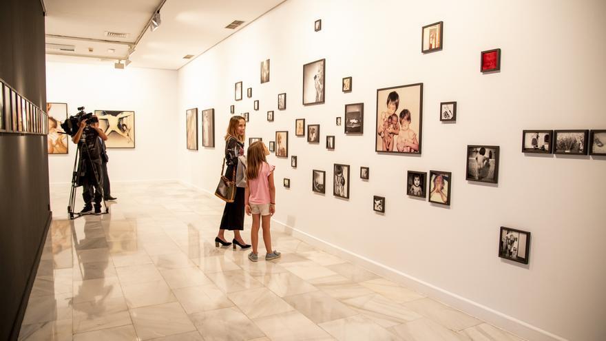La artista Lorena Morin convierte a la sala San Antonio Abad en una prolongación de su propio domicilio familiar.