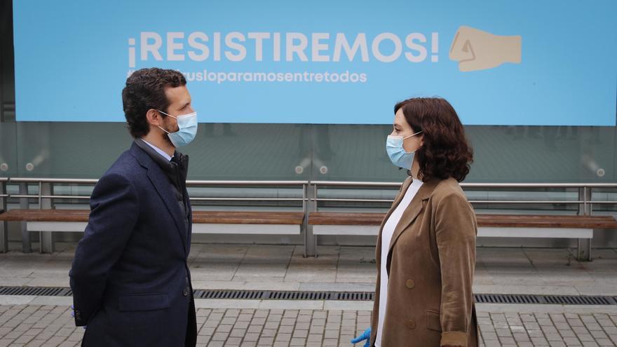 """Casado apoya a Ayuso ante la """"campaña de desprestigio"""" contra ella: """"Sánchez está obsesionado con la Comunidad"""""""