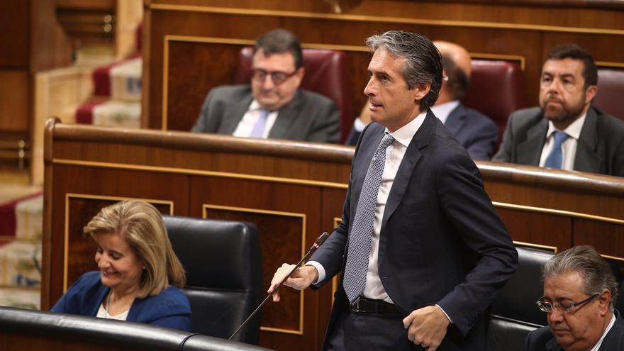 De la Serna acusa a Podemos de rechazar el AVE en Navarra pero exigirlo en Murcia porque aquí gobierna el PP