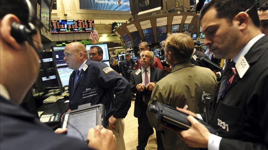 Wall Street se pone mixto en la media sesión y el Dow Jones baja un 0,10 por ciento