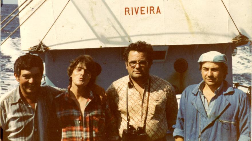 Tripulantes del 'Xurelo' con su patrón, Ángel Vila, segundo por la derecha