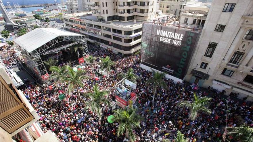 Panorámica aérea de la celebración de un Carnaval de Día en Santa Cruz