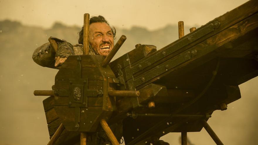 Bronn disparando el Escorpión
