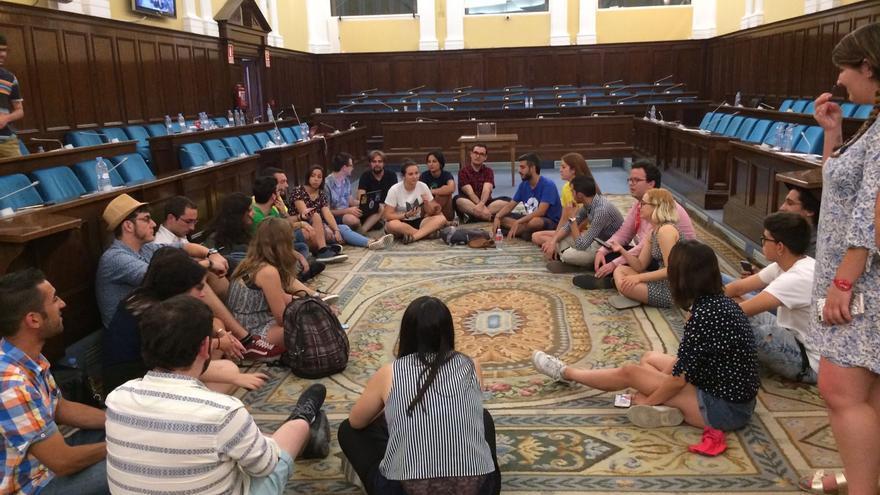 Miembros del Consejo de Estudiantes Universitario del Estado, encerrados en un edificio del Ministerio.