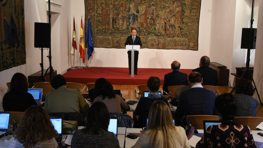 El consejero de Administraciones Públicas, Juan Alfonso Ruiz Molina, en rueda de prensa / JCCM