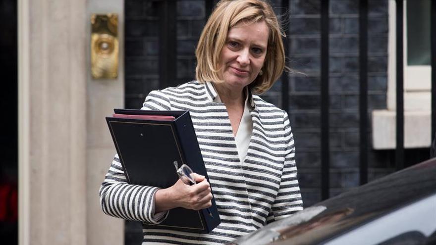 La ministra de Interior británica, Amber Rudd, revalida su escaño por algo más de 300 votos.