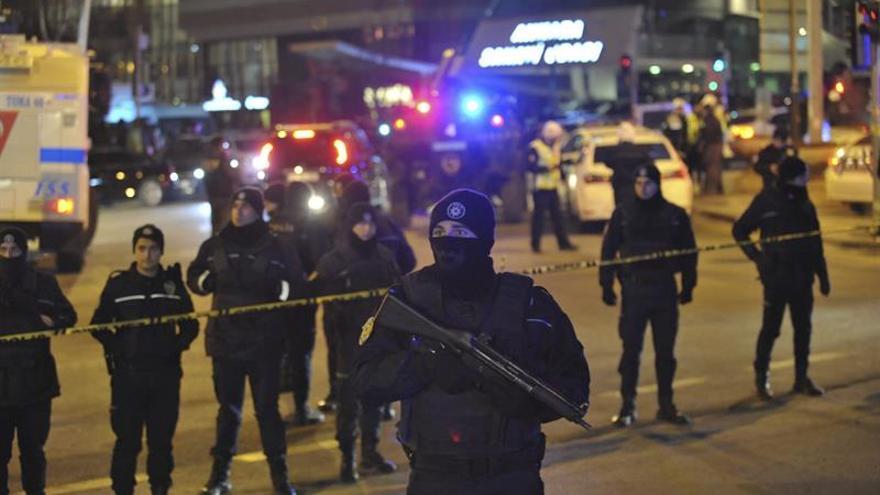 Interior confirma que un policía turco asesinó al embajador ruso en Ankara