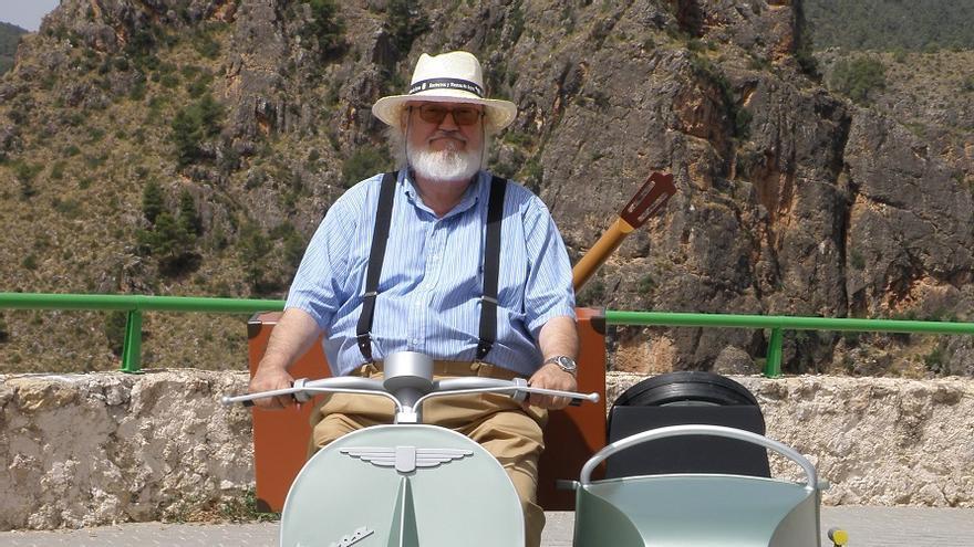 José Luis Cuerda en una de sus visitas a Ayna, Albacete.